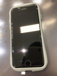 iPhone8ガラスフィルム貼り付け