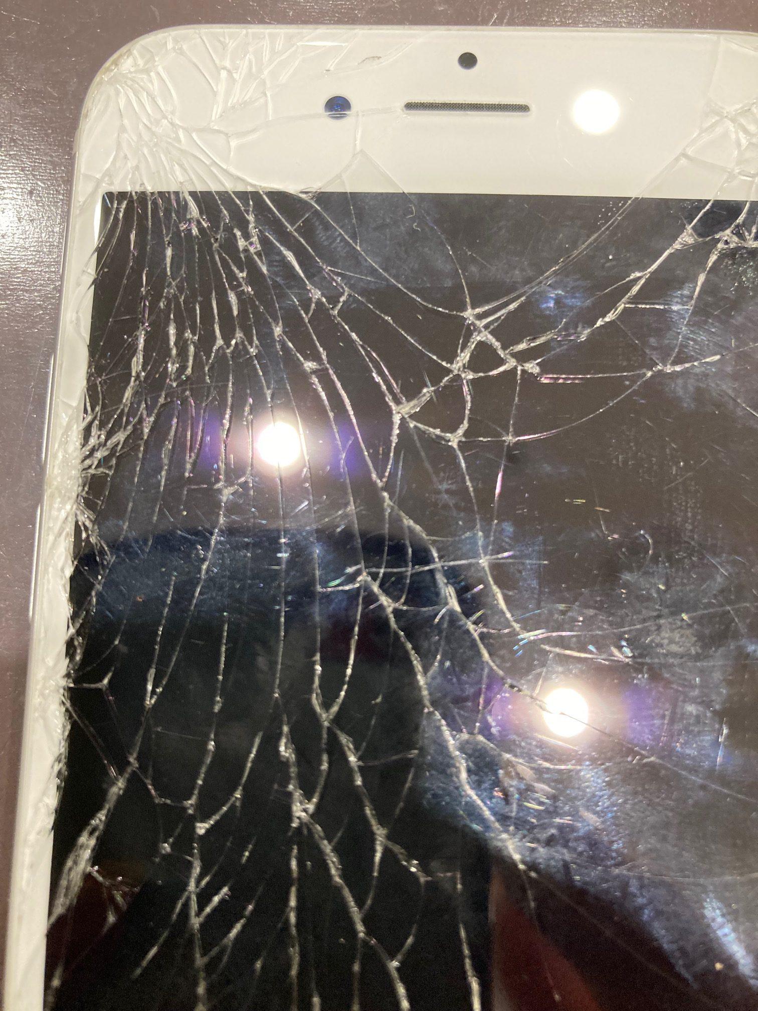 神戸でiPhone修理をするなら、スマートクール神戸ハーバーランドumie店!最短30分、即日修理、データそのままお返しいたします♪