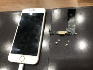 ドックコネクターの交換修理をしたiPhone8