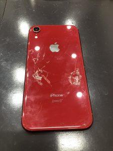 背面が割れているiPhoneXR