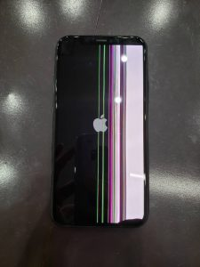 iPhone11Pro落としたら画面に線がいっぱい!!!早く修理したい!【岡山県岡山市からのお客様】