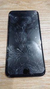 iPhone7plusの画面割れ
