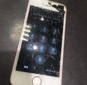 液晶ガラスが破損したiPhone7