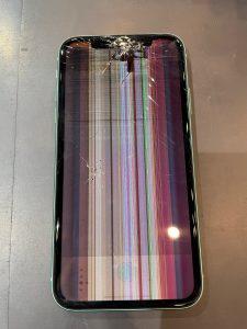 液晶ガラスが故障したiPhone11
