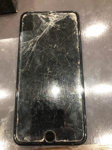 iPhone8P画面割れ