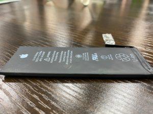 バッテリーが膨張してしまっていたiPhoneSEの電池交換