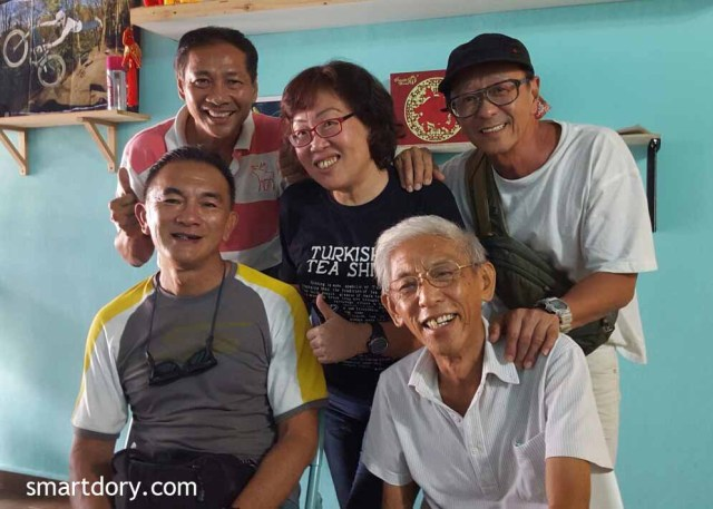 Picture of a group of people identified as Captain B K Lim and Frankie Cheah seated, Timothy Wooi, SmartDory and Eric Lim