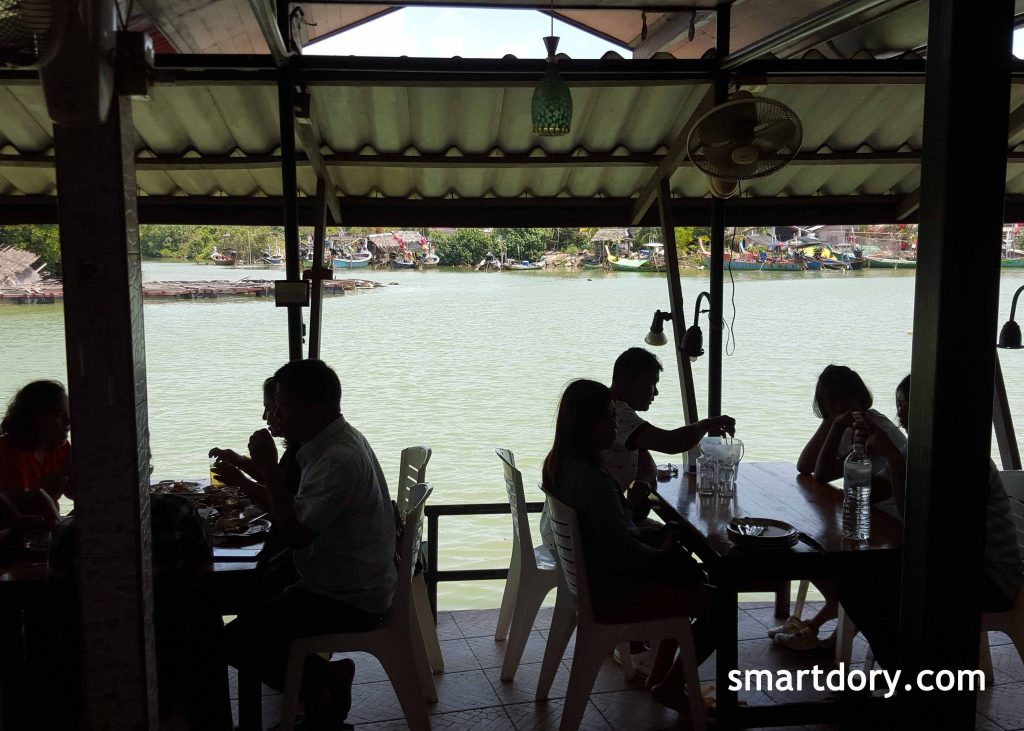 Eating Thasala Seafood By The River Nakhon Si Thammarat_Restaurant