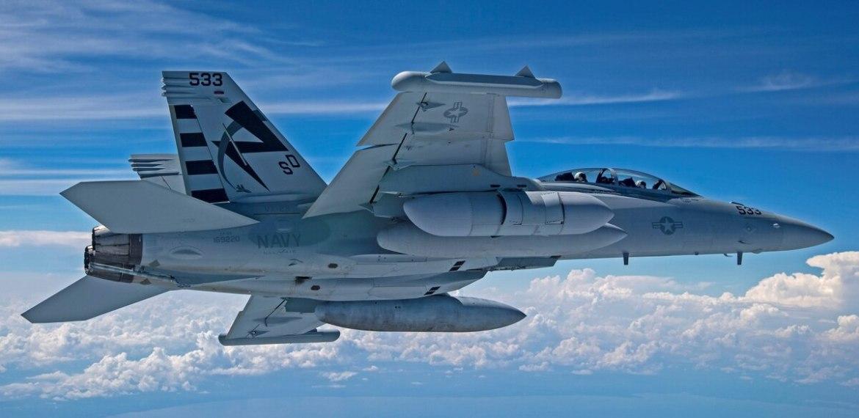 Marinha completa primeiro teste de voo do novo pod de interferência