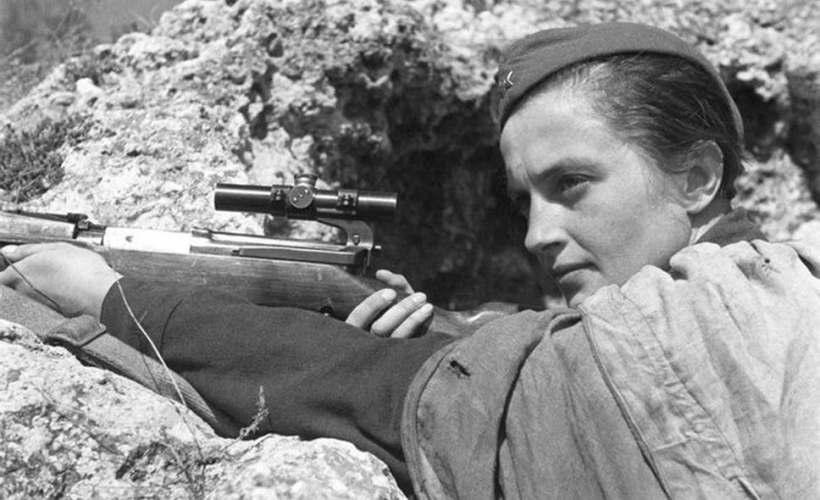Conheça a sniper feminina mais mortal do mundo que aterrorizou o exército nazi de Hitler
