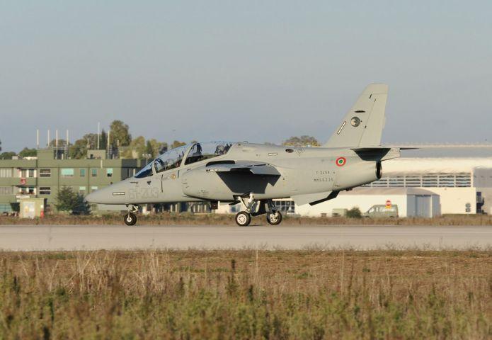 Itália apresenta os primeiros aviões de treino M-345
