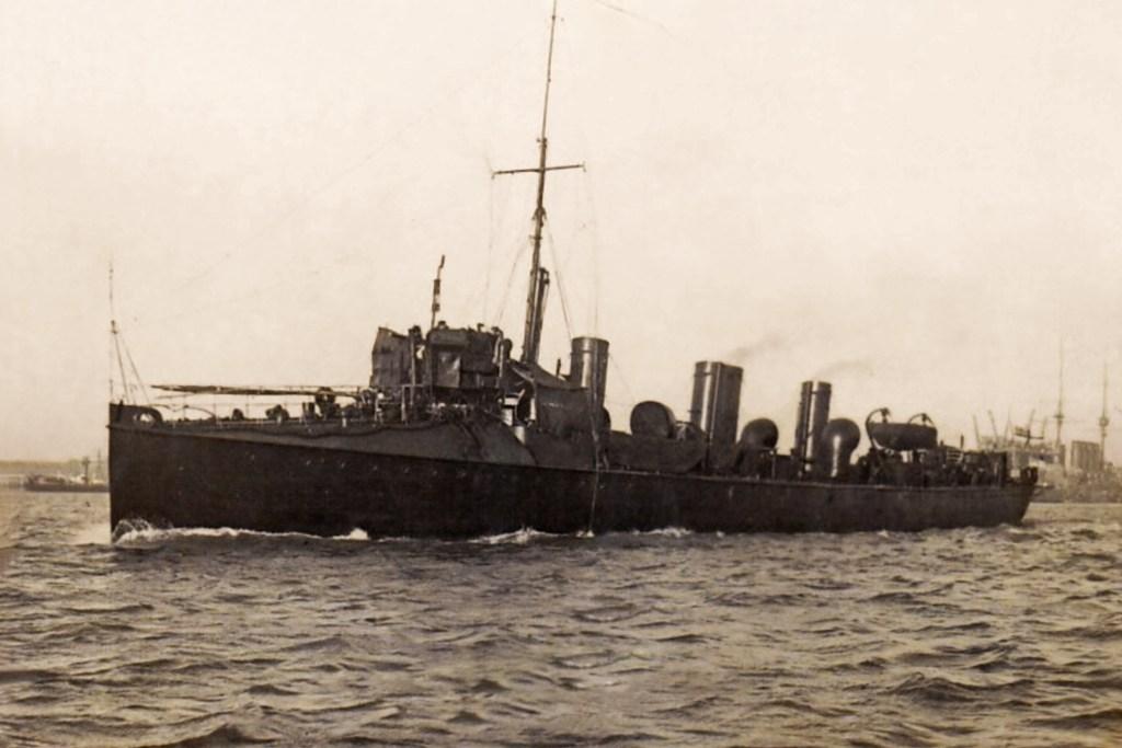 HMS Spiteful under way