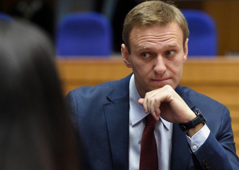 Alexei Navalny, crítico do Kremlin, detido após retornar à Rússia após envenenamento