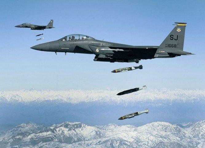 EUA mantêm guerra aérea em ritmo acelerado contra os Talibã, Estado Islâmico no Afeganistão