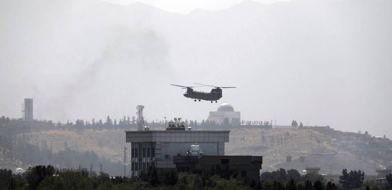 Depois de duas décadas e biliões gastos, o governo afegão entra em colapso enquanto os Talibãs tomam Cabul