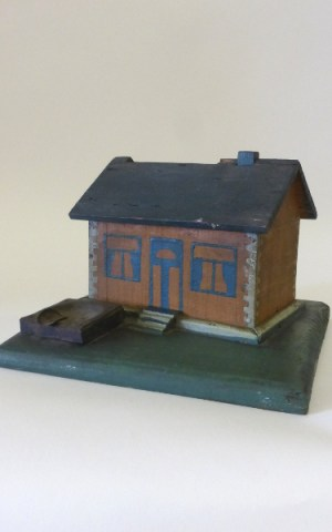 Wooden House – Cigarette Dispenser
