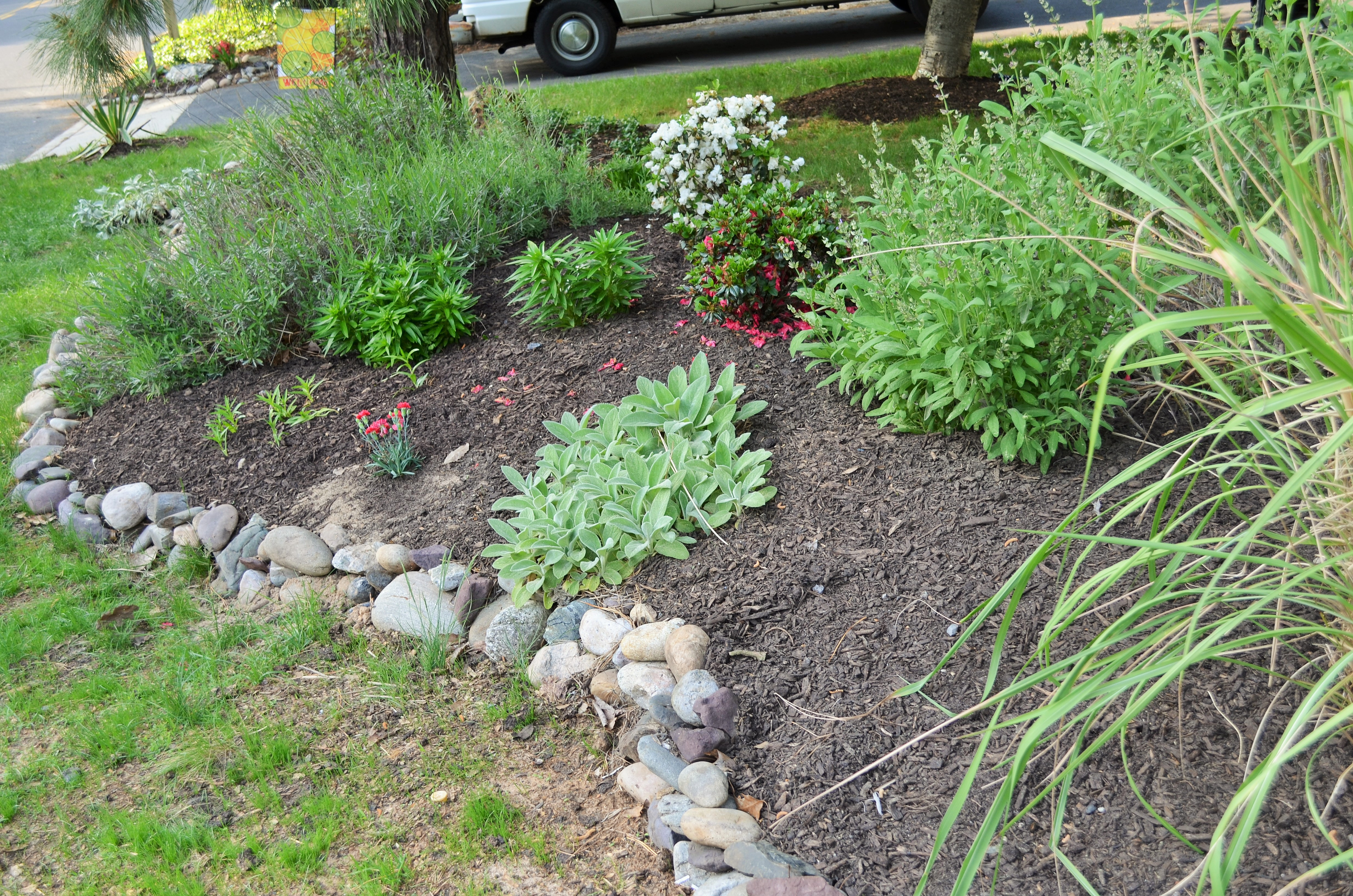 how to keep mulch from moving