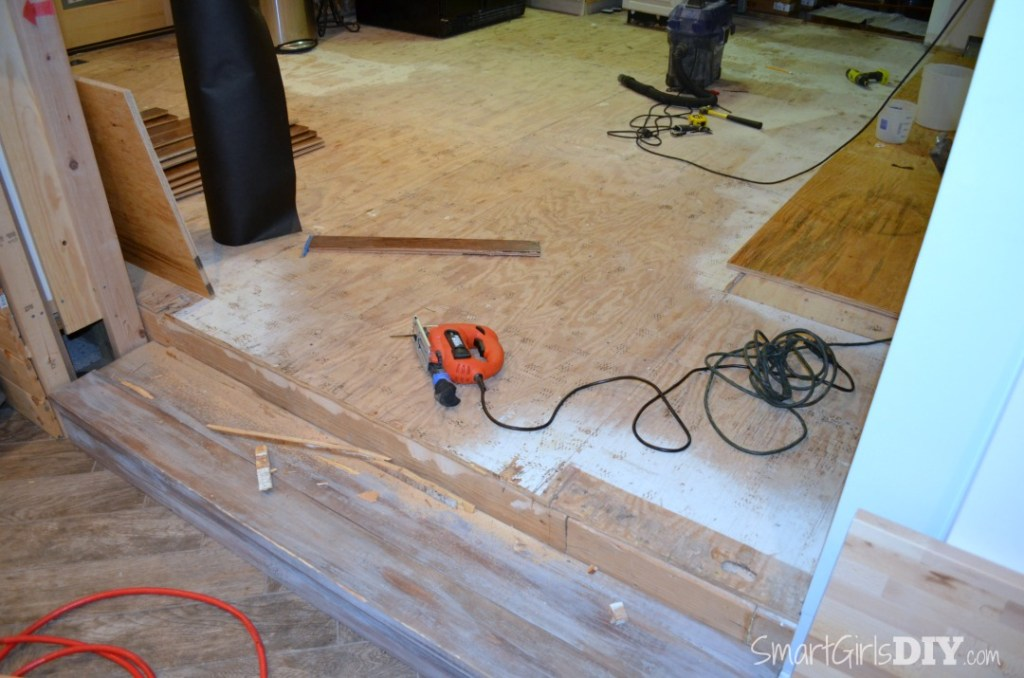 Trimming plywood overhang