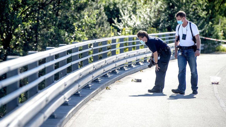 Billede fra en bro efter stenkast