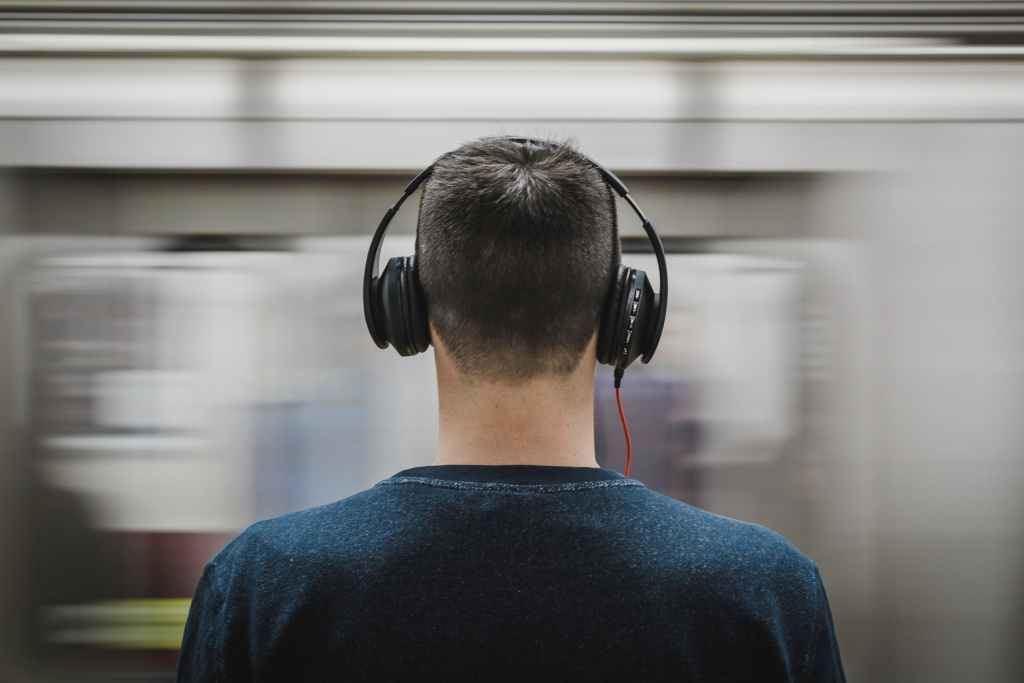 Best Noise Cancelling Headphones for Absolute Peace