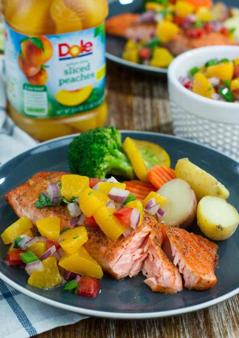 Make this quick, easy and absolutely delicious Pan-Seared Salmon with Peach Salsa and have dinner on the table in 20 minutes or less! #easyrecipe #VidaDole #ad www.smartlittlecookie.net