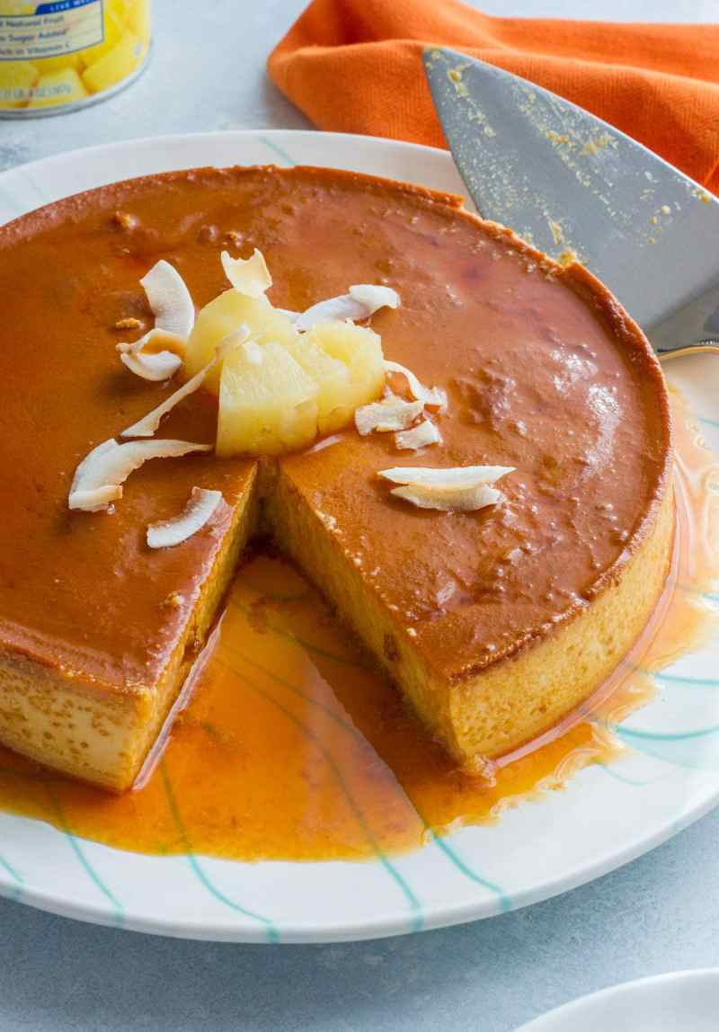 Made with eggs, condensed milk, evaporated milk, pineapple chunks and 100% pineapple juice, this Pineapple Flan is an easy tropical twist on a classic Latin dessert. #VidaDole #ad