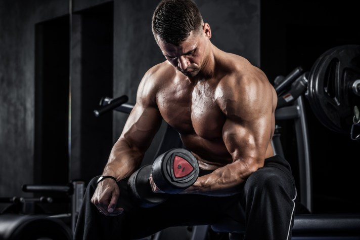 腕の筋肉を鍛えられるダンベル種目