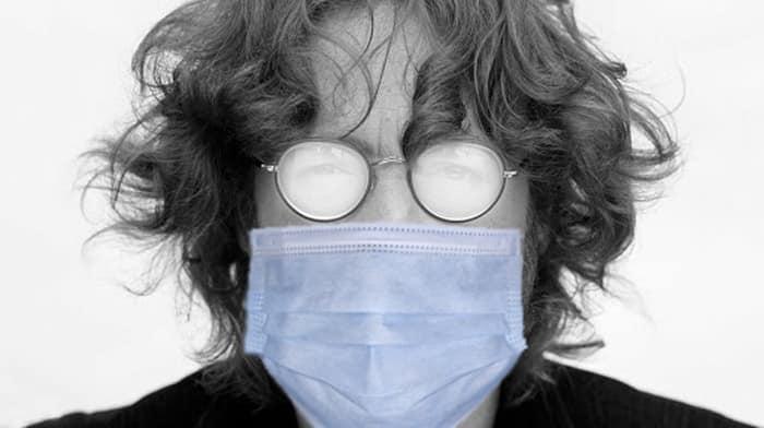 Трикове и съвети, за да не ви се запотяват очилата, когато носите маска.
