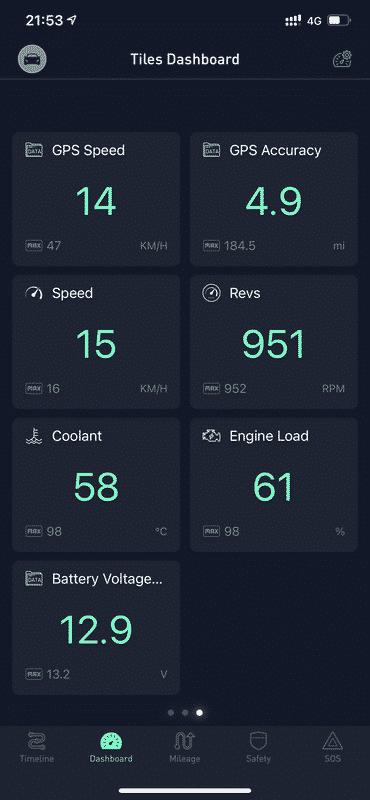 Другите функции в случая ни грабнаха вниманието повече, тъй като това устройство съчетава няколко смарт устройства в едно и дава широк набор от опции. Например можете да следите в реално време какъв е начина ви на шофиране - колко пъти сте натиснали рязко спирачките, колко пъти сте тръгнали бързо, какво разстояние сте изминали и за колко на брой пътувания. Ако се въведат данните за цените на гориво може да изчислявате колко ви струва всяко едно пътуване, а както виждате и от горната снимка, следите в реално време обороти, на които работи колата, процент на натоварване на двигателя, максимална стигната скорост и градусите на охладителната течност.