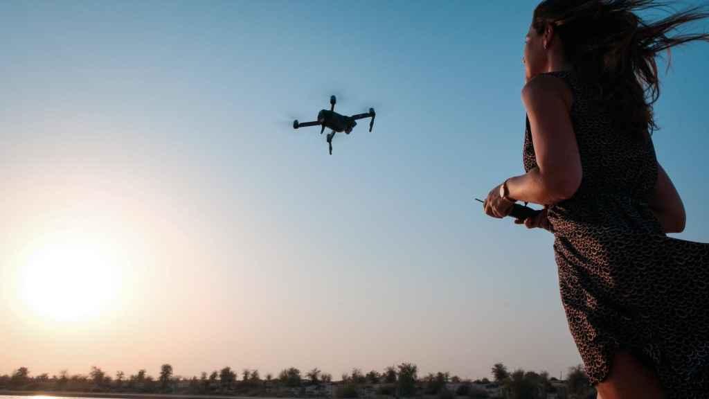 drone a me ke kaikamahine