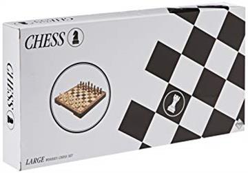 Šah sa velikim drvenim figurama i pločom