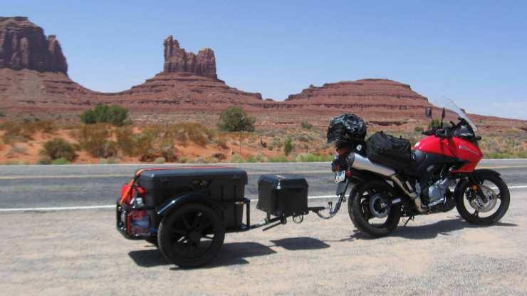 Adventure-bike-pulling-bushtec-trailer.jpg