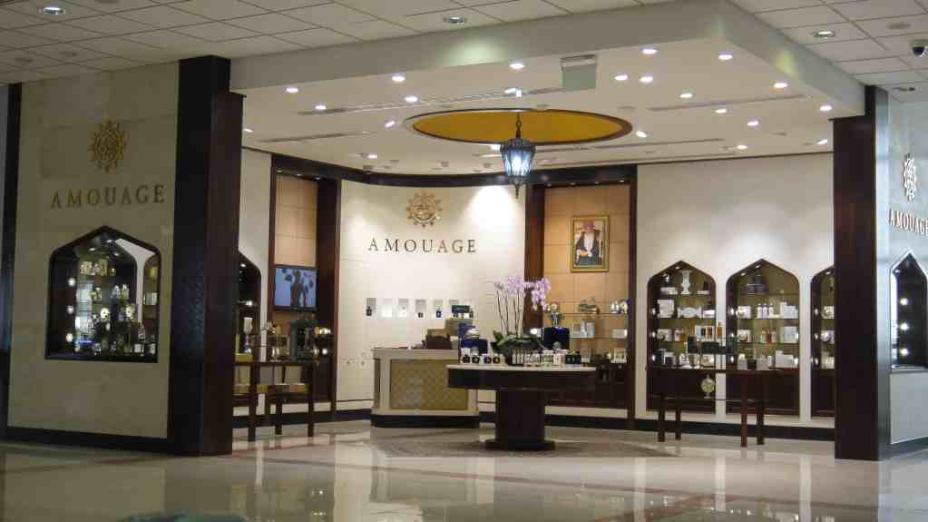 44-amouage-corner-shop-in-oman-airport