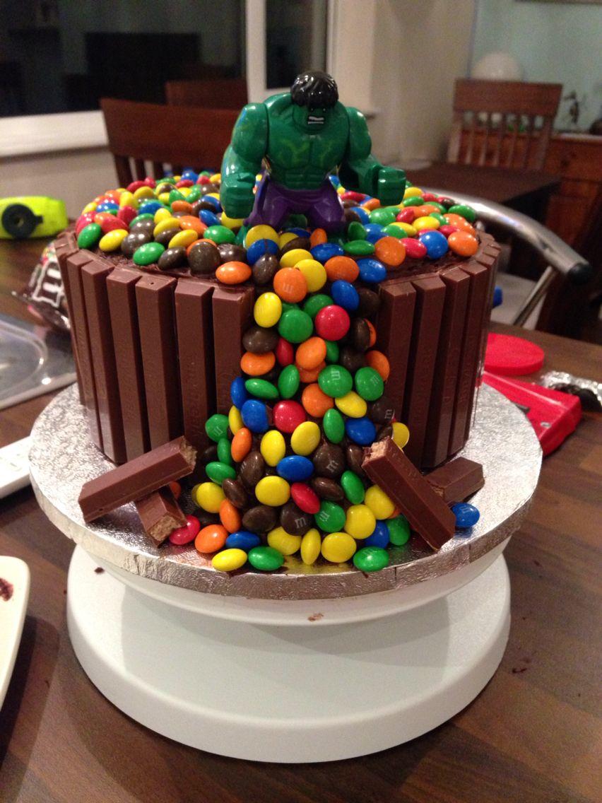 17 Super Cool Superhero Cakes - Smart Party Ideas