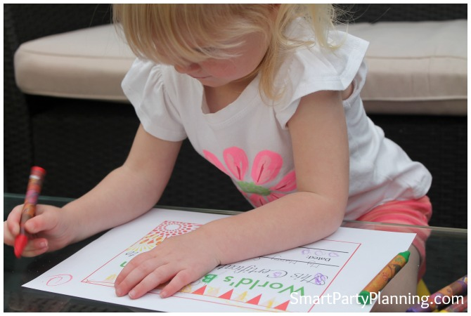 child coloring in the Free Mothe'rs Day Certificate