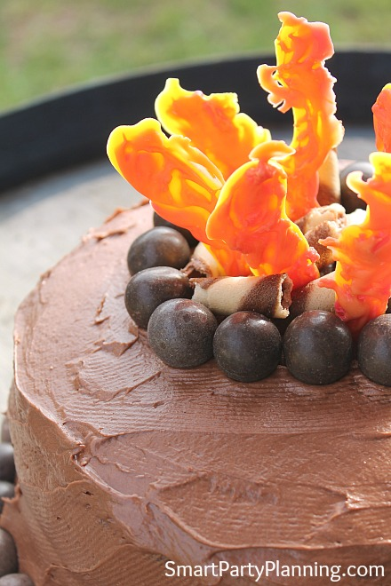 edible campfire-flames-on-a-cake