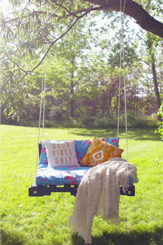 Pallet tree swing