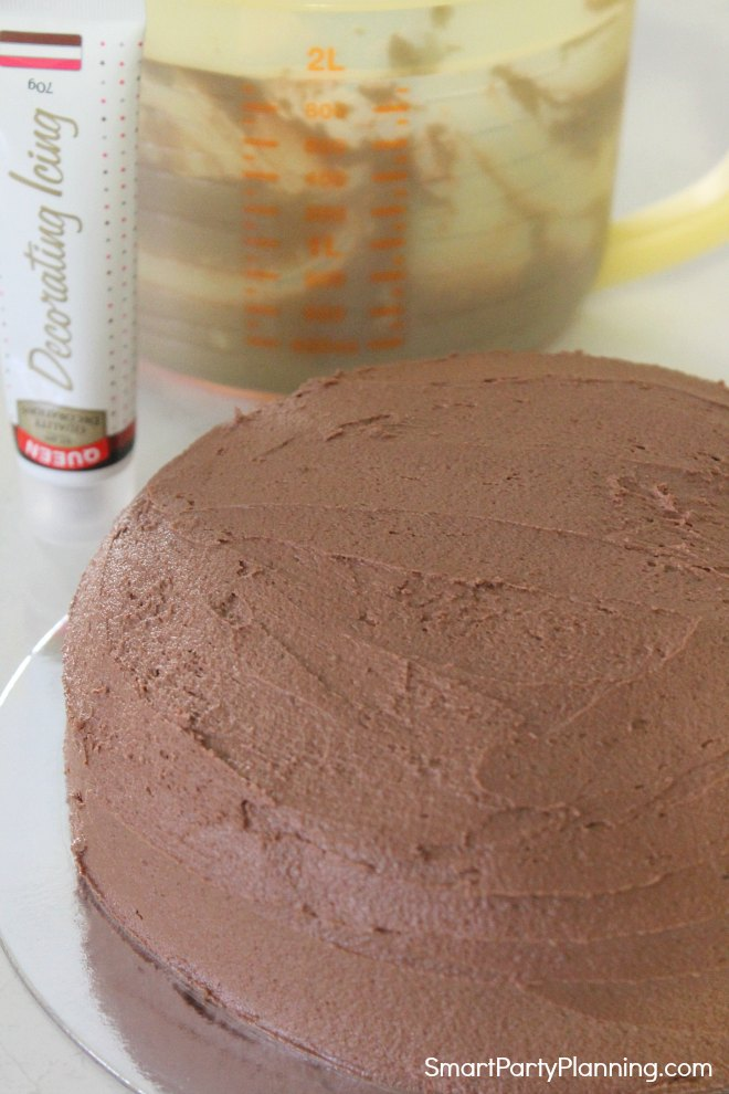 Cover cake with brown icing