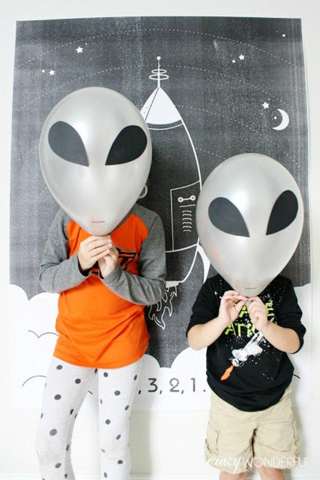 Alien balloons