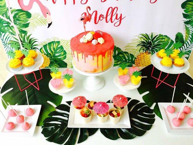 Pretty Flamingo Table Desserts