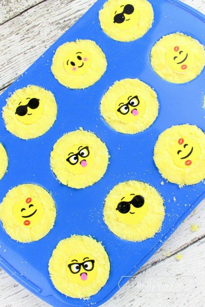 Emoji bath bombs
