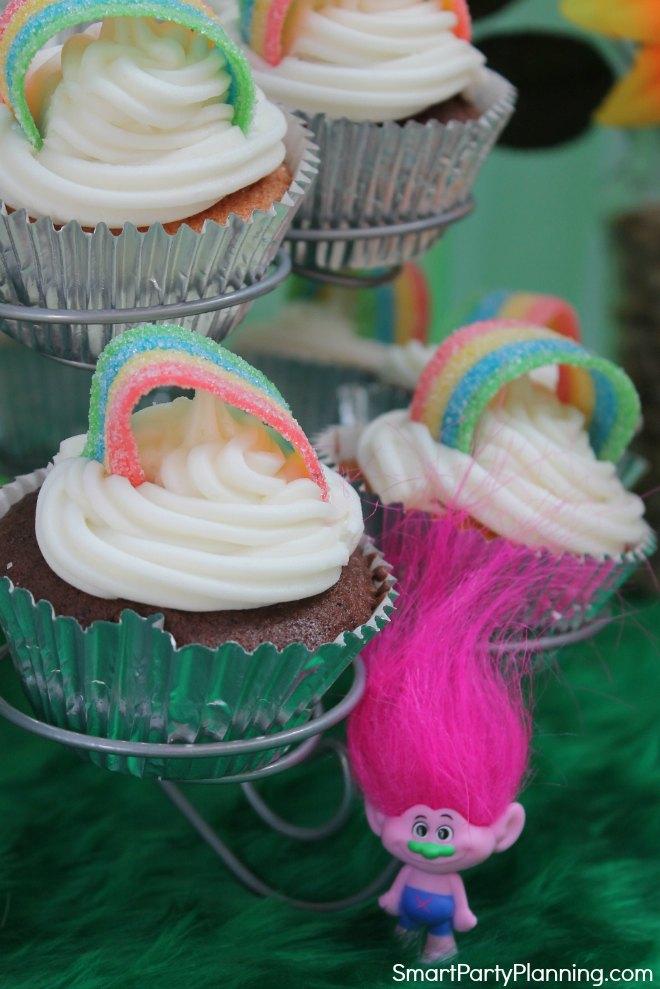 Trolls rainbow cupcakes