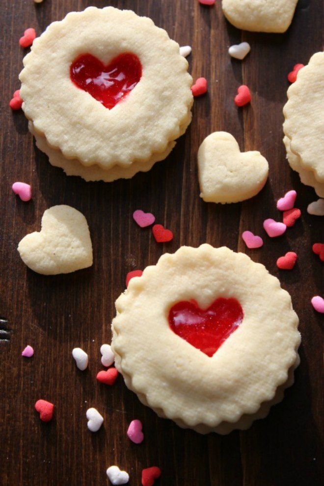 Sugar-Cookies-with-Red-Hearts-