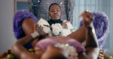 VIDEO : Naira Marley ft. Busiswa – Coming