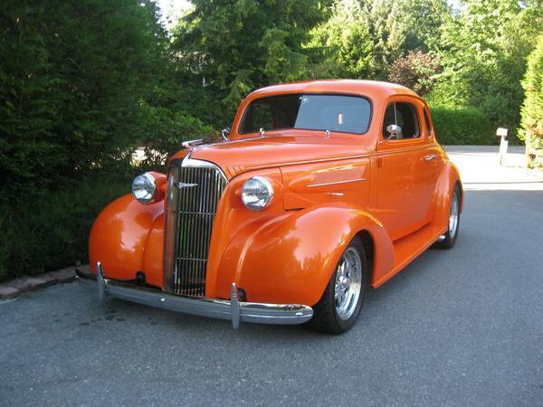1937 Coupe Rod Chevy Street