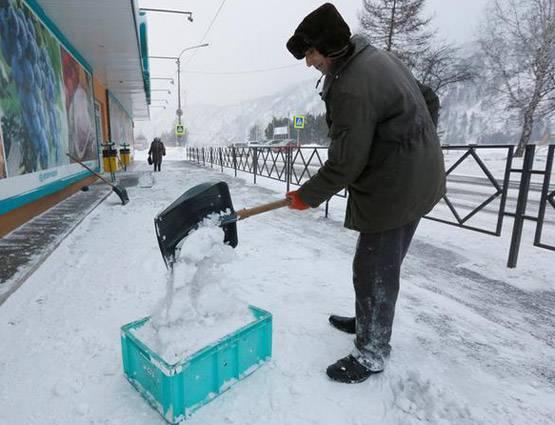 माइनस 60 डिग्री तापमान: टूटा थर्मामीटर, पलकों पर जमी बर्फ