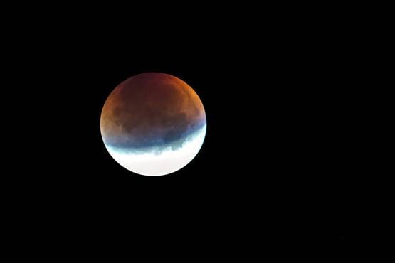 आज लगेगा साल का दूसरा चंद्रग्रहण, ये 3 उपाय करने से मिलेगा लाभ