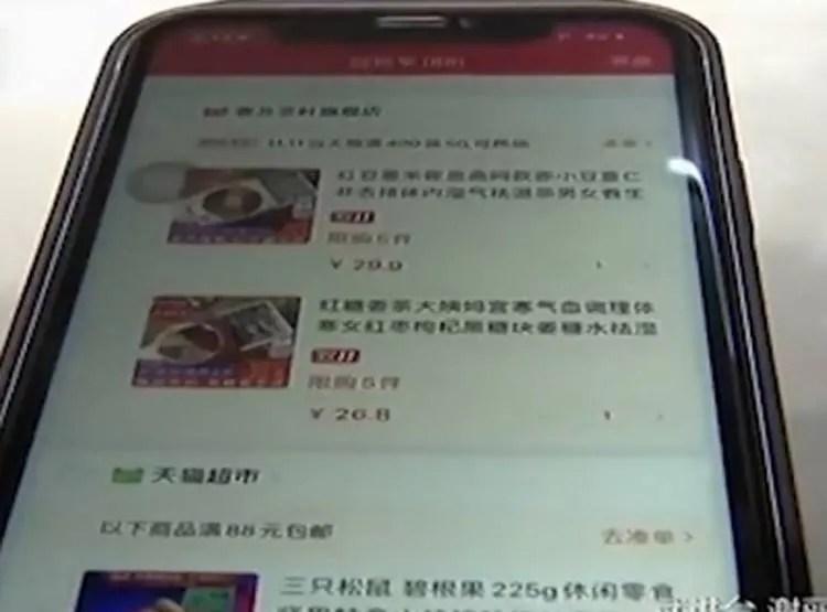 बंदर के हाथ लगा लड़की का मोबाइल, कर डाली ऑनलाइन शॉपिंग!