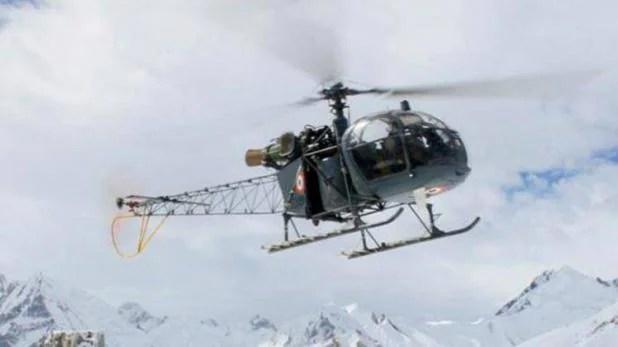 जम्मू-कश्मीर में हेलीकॉप्टर दुर्घटनाग्रस्त