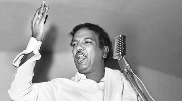 Karunanidhi did not wear glasses in the early days.